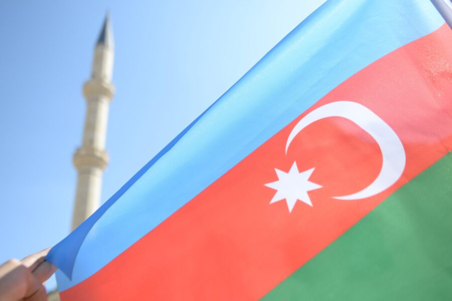 Daullet e Karabakut bien në Paris…!